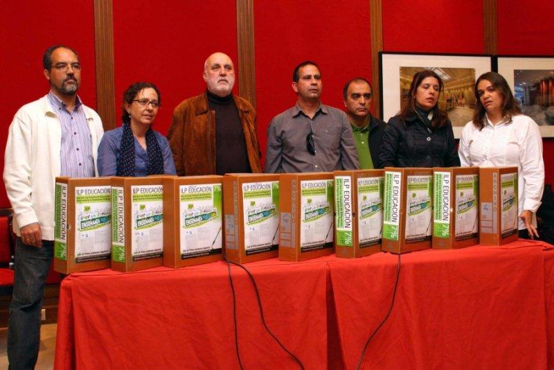 Presentadas en el Parlamento de Canarias 35.239 firmas por una Ley Canaria de Educación